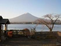 絶景コテージ6人用E型から眺めた夕暮れの富士と湖