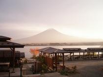 戸沢センターから眺める赤富士