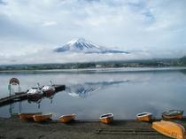 5月の雨上がりの逆さ富士、その2