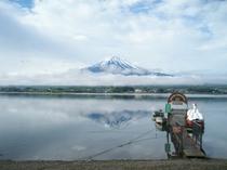 5月の雨上がりの逆さ富士