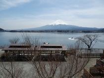 13人用B型2階から望む湖と富士山