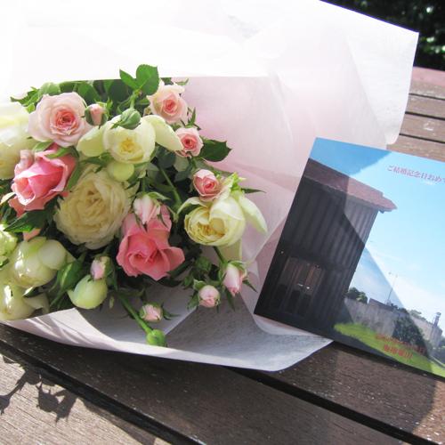 【ミニブーケ】ささやかではございますが、手作りのかわいい花束をご用意させていただきます。