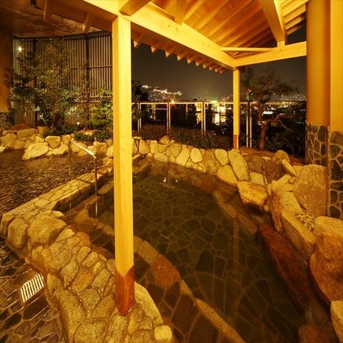 館内にある温泉はすべて天然温泉♪露天風呂からの煌めく夜景に旅の疲れを癒す、、、