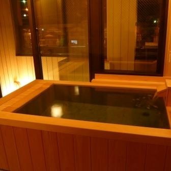 室内半露天風呂