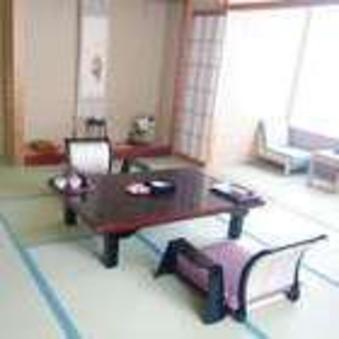 和室8〜10畳(バス・トイレ付)