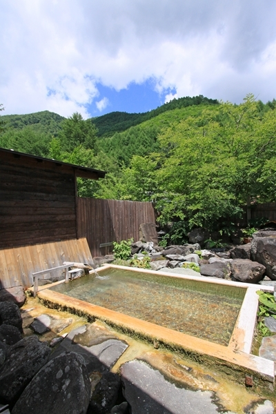 高原の露天風呂 無色の「わさび沢温泉」