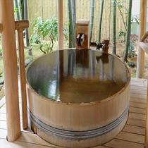 露天風呂付和室の露天風呂一例