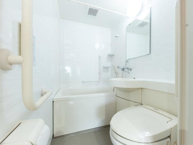 ワイドクローゼット付きのダブルルーム バスルーム