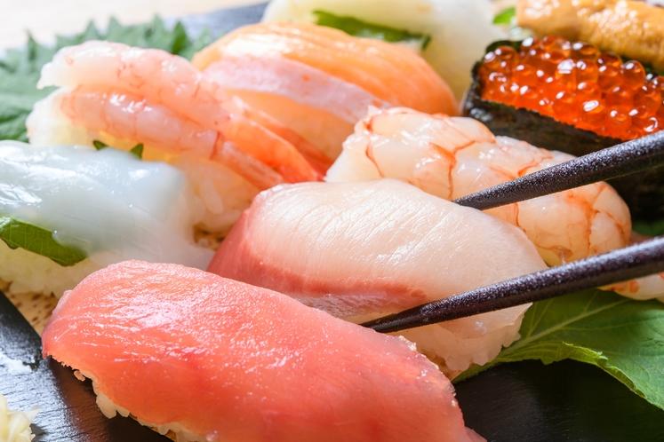 築地場外市場では美味しい寿司屋が軒を連ねます