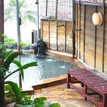 大浴場の先には絶景露天風呂がお目見え☆明るい時間に景色をご堪能ください♪