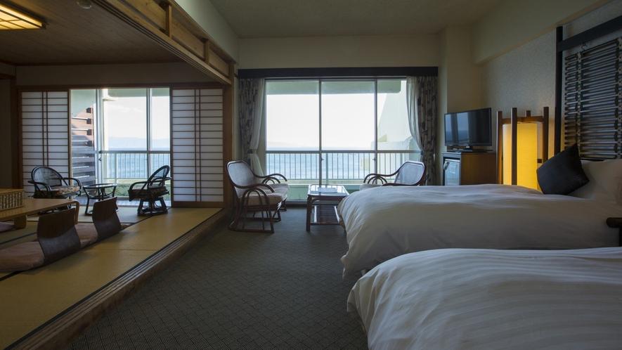 【デラックスフロア】海側和洋室。洋室ツイン+和室8畳で広々5名様定員のお部屋です。