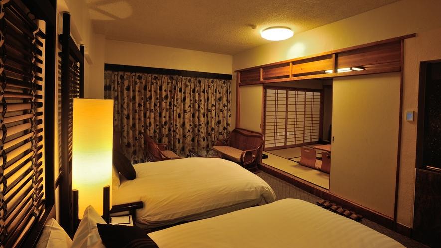 【デラックスフロア】海側和洋室、洋室側。耳を澄ませば波の音が聞こえてくる贅沢な空間。