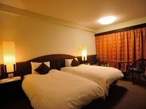 【ハイフロア】洋室 ★ 広さ24.6平米。3名ご利用時はエキストラベッドでの対応となります