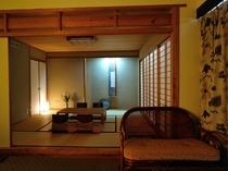 【デラックスフロア和洋室】和室側。5名ご利用時にはお布団を3組敷かせて頂きます