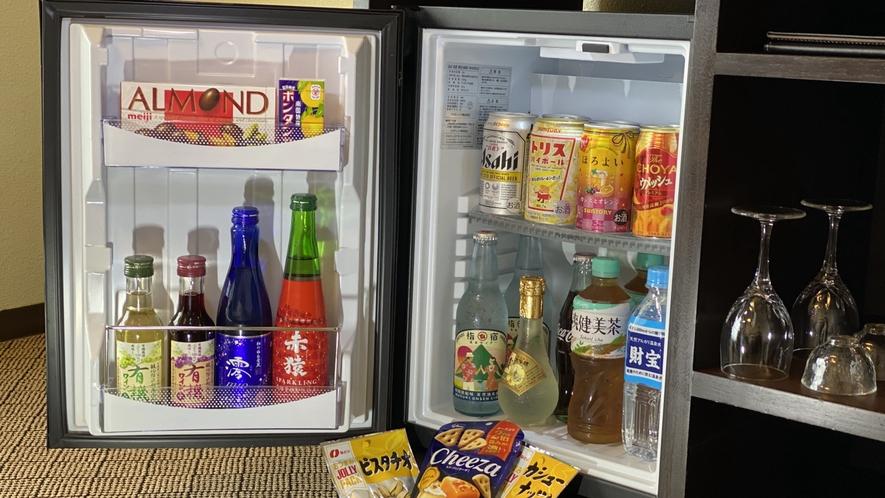 フリーミニバー (お部屋食)お部屋の冷蔵庫はミニバーとして12種類以上のドリンクを部屋で楽しめます。