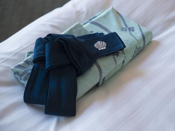 お部屋に浴衣(中、大 サイズ)をご用意しております。また別のサイズはフロントにご連絡お願い致します。