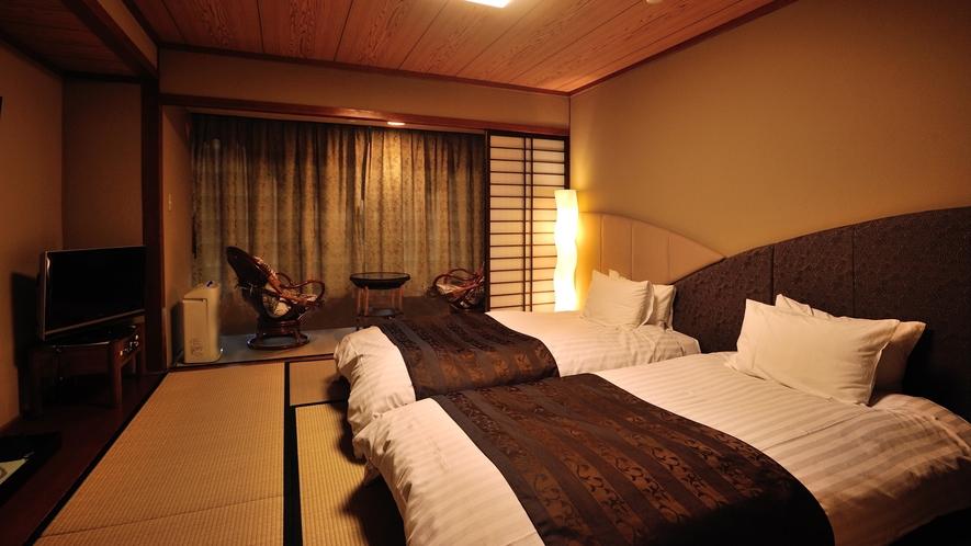 【スタンダードフロア】和室ベッドタイプ。広さ24.2平米。畳の上にローベッドを置いたお部屋です。