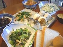 体に優しい和食中心の朝食