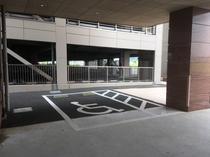 障害者様用駐車場