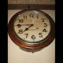 置物(レトロな時計)