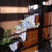 玄関の階段箪笥