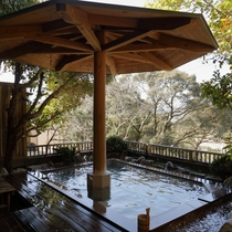 露天風呂・木洩れ日の湯
