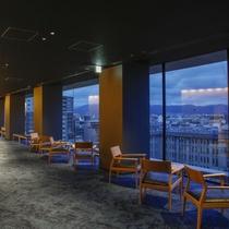 【湯上りラウンジ】湯上りは京都の町を眺めながらお寛ぎ下さい。