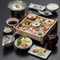 【朝食】体に優しく、バランスの取れた京都伝統の和食善をご用意しております。