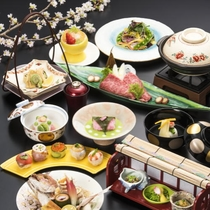 【春の会席】季節ごとに趣向を凝らした京料理をお楽しみいただけます。