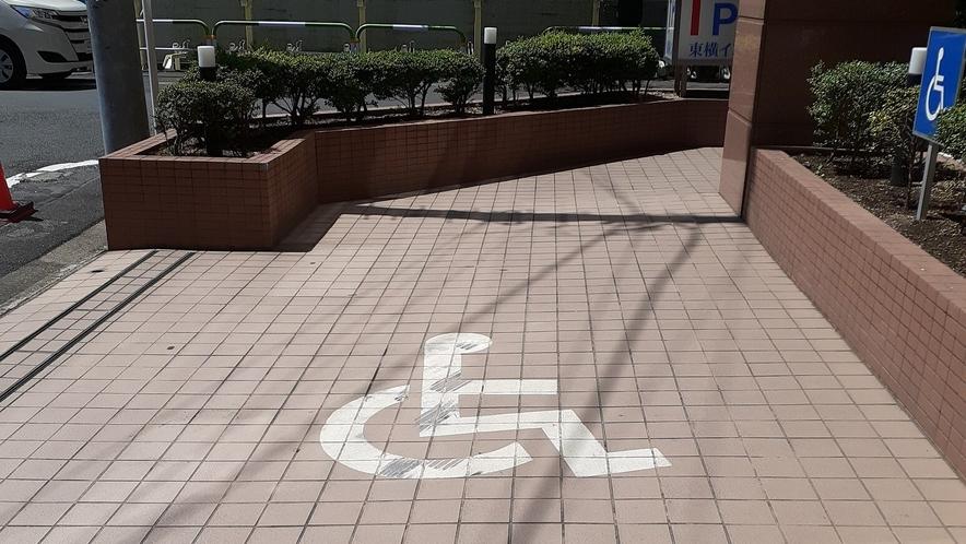 平置き駐車場(要予約/車椅子優先駐車場1台あり)