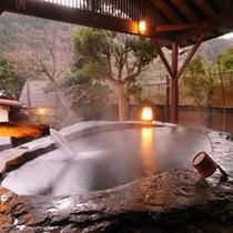 【日本一の巨石風呂3】