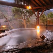 【日本一の巨石風呂4】