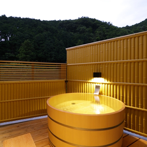 【囲炉裏の間+露天風呂付特別室】渓流沿い和室10帖+8帖+6帖