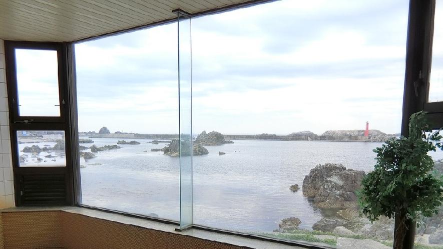 浴室からは七浦海岸が望めます