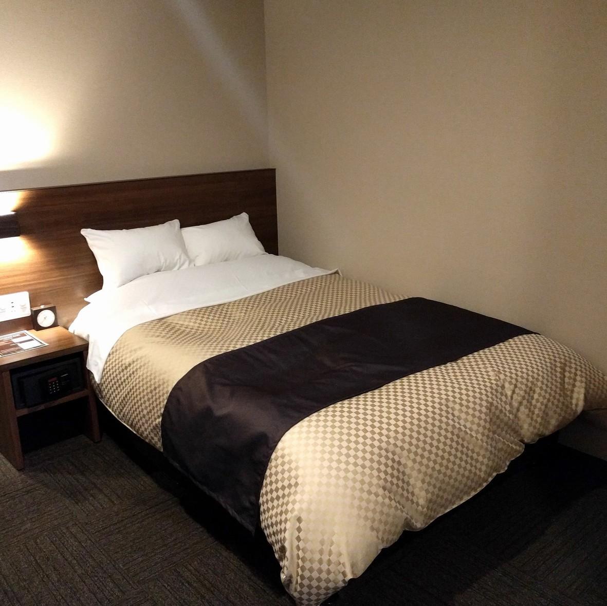 【6階洋室ダブル】リニューアルしたばかりのモダンな空間でお過ごしいただけます。