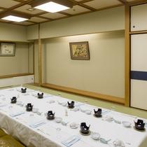 【宴会場 小】10名様用のお部屋「嵯峨」。他にも用途に応じたお部屋をご用意しております。