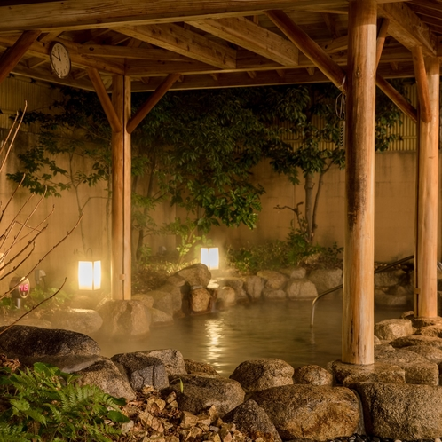 【露天風呂】ご利用いただいた多くのお客様からご支持いただいている、当ホテル自慢の露天風呂です。