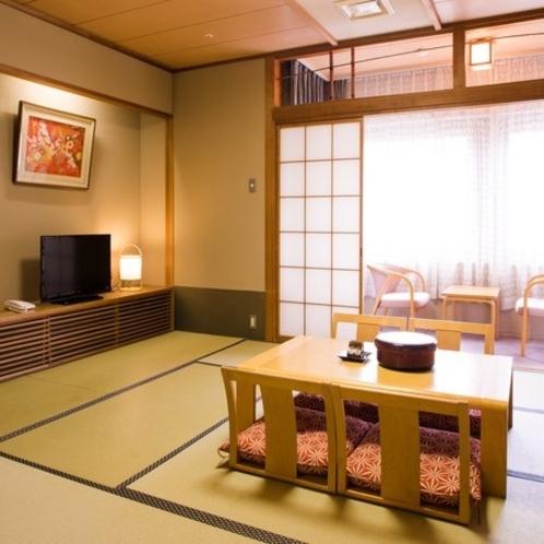【和室10畳+広縁】小さなお子様連れのご家族やご夫婦でのご滞在にお勧めのお部屋です。