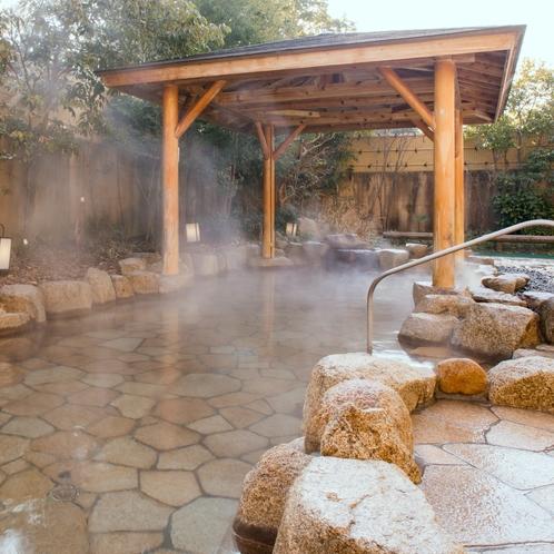 【露天風呂】温泉は、10時~24時の間いつでもご利用いただけます。(日帰りの方は22時までの受付)