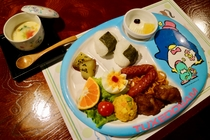 未就学のお子様向けの夕食例。お子様ランチと茶わん蒸しです。