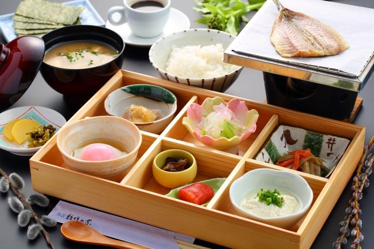 【朝食】自分で焼くあじの開きは格別!バランスの良さが自慢の彩良い朝食です。/一例