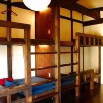 個室は和風モダン◎4名まで泊まれる広々個室。