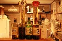 地下のBARでは生ビール、各種お酒、料理を提供しています。