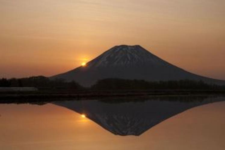 季節:夕暮れの羊蹄山