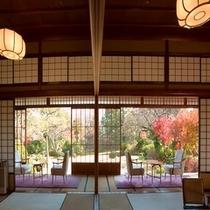 【本館】 客室から眺める庭園風景