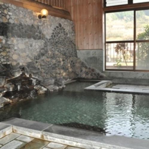 【内風呂】泉質は単純硫黄泉の無色透明で、肌のつるつる感をお楽しみください♪