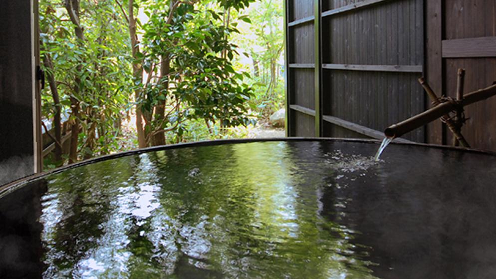 【樽風呂】大和屋自慢の6尺(直径180cm)の酒樽風呂