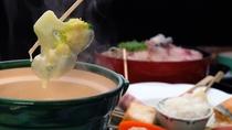 【古湯フォンデュ/一例】地元富士町産の新鮮野菜やお肉をくぐらせてお召し上がり頂きます