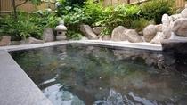 【大浴場/男湯】満天の星と朝の澄んだ空気が味わえる露天風呂