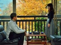 客室の窓からは山里の自然を満喫できます。